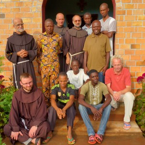 010-bracia-wraz-z-Wolfgangiem-przedstawicielem-niemieckiej-organizacji-wspierającej-misje-w-Afryce-300x300