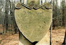 Tablica pamiątkowa na obelisku Juliusza Rogera
