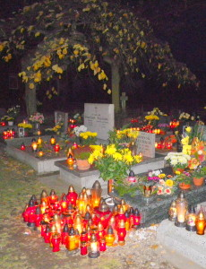 Ciszą cmentarną ukołysani